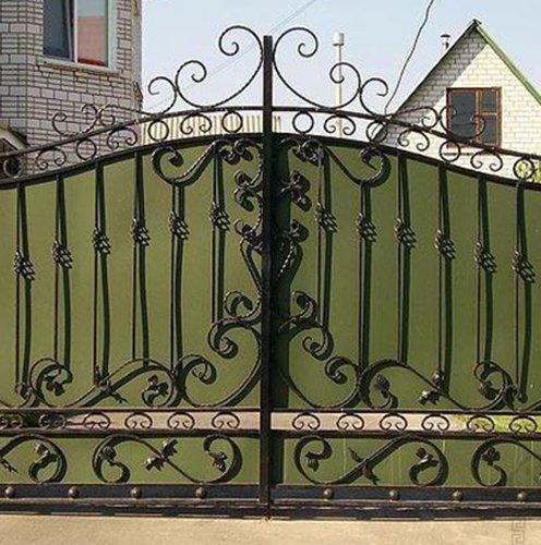 Узоры кованых распашных ворот