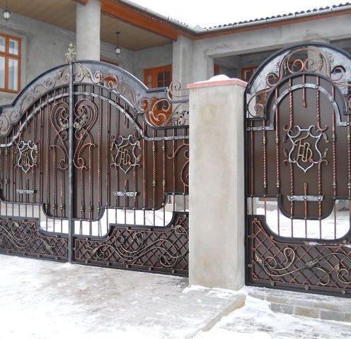 Ворота с калиткой позволят с